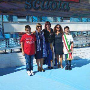 Da sinistra: l'alunno Grasso, l'ins. Malatino, la D.S. D.ssa Marano, l'ins. Ferraro, l'alunno Sanginisi.